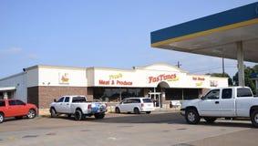 Posto de gasolina rápido Atoka das épocas, TN fotos de stock