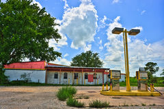 Posto de gasolina rural abandonado perto de Elgin Texas Imagens de Stock