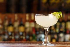 Posto dei daiquiri del cocktail per testo fotografie stock