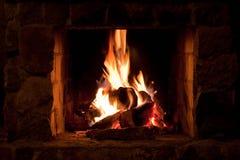 Posto del fuoco nella casa di inverno Fotografia Stock Libera da Diritti