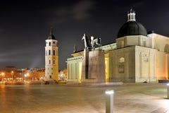 Posto della cattedrale di Vilnius su tempo di sera di inverno Fotografia Stock Libera da Diritti