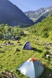 Posto di campeggio sulla montagna alpina della Svizzera Fotografia Stock Libera da Diritti