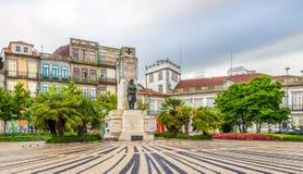 Posto di Carlos Alberto con il memoriale della prima guerra mondiale Oporto - nel Portogallo fotografia stock libera da diritti