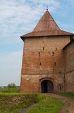 Posto di guardia con il drawbridge della fortezza medioevale immagine stock