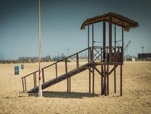 Posto di guardia del bagnino alla spiaggia del Dubai, UAE Immagini Stock