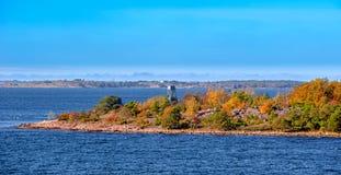 Posto di guardia dell'uccello sull'isola dell'arcipelago di Aland Fotografie Stock Libere da Diritti