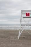 Posto di guardia sulla spiaggia vuota in Middletown, Rhode Island, U.S.A. Fotografie Stock Libere da Diritti