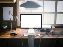 Posto di lavoro con lo schermo in bianco rappresentazione 3d Fotografia Stock Libera da Diritti