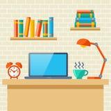 Posto di lavoro con un computer portatile Immagini Stock Libere da Diritti