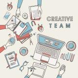 Posto di lavoro del gruppo creativo illustrazione vettoriale