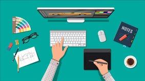Posto di lavoro del progettista Desktop dell'illustratore con gli strumenti Fotografia Stock Libera da Diritti
