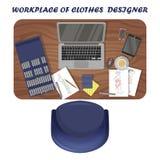 Posto di lavoro del progettista di vestiti L'area di lavoro dell'illustratore di modo Vista da sopra illustrazione di stock