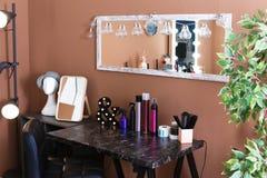 Posto di lavoro del ` s del parrucchiere nel salone auty di b Fotografia Stock
