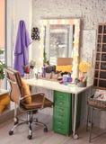 Posto di lavoro del ` s del parrucchiere in salone Fotografia Stock