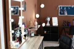 Posto di lavoro del ` s del parrucchiere in salone Fotografia Stock Libera da Diritti