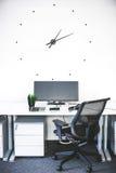 Posto di lavoro moderno con differenti aggeggi Fotografia Stock