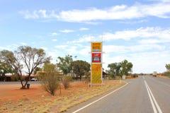 Posto di ristoro a Stuart Highway, entroterra di Erldunda dell'Australia Immagini Stock Libere da Diritti