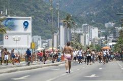 Posto Nove Ipanema plaży Rio lata tłum Obraz Royalty Free