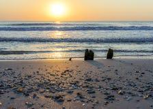 Posto pacifico e di rilassamento dal mare con senso per equilibrio e tranquillità ed armonia fotografie stock