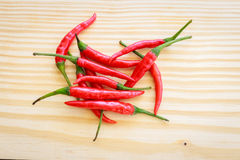 Posto rosso del peperoncino rosso sul piatto di legno Fotografia Stock Libera da Diritti