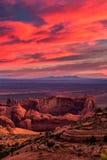 Posto tribale navajo della maestà di MESA di cacce vicino alla valle del monumento, Ari Immagini Stock
