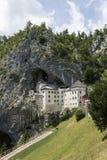 Postojna, Словения - 11-ое июля 2017: Замок Predjama Стоковые Фотографии RF