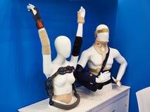 Postoperative επίδεσμοι στα μανεκέν στο κατάστημα Στοκ φωτογραφίες με δικαίωμα ελεύθερης χρήσης