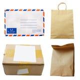 Postpacke på vit bakgrund arkivbilder