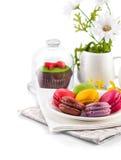 Postre coloreado dulce de los macarrones Fotos de archivo libres de regalías