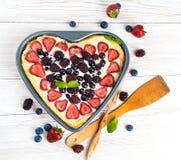 Postre con frutas con las bayas Imagen de archivo