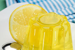 Postre de gelatina del limón Fotografía de archivo libre de regalías