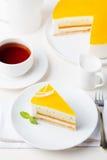 Postre de la crema batida de la torta de la fruta de la pasión, sabor tropical foto de archivo