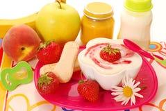 Postre de la sémola y otros alimentos para niños Imagenes de archivo