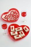 Postre de la tarjeta del día de San Valentín para dos Imagen de archivo
