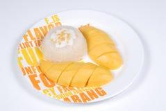 Postre del arroz pegajoso del mango Imagenes de archivo
