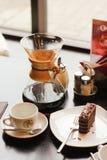Postre del café y del chocolate en la tabla imagen de archivo libre de regalías