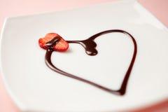 Postre del día de tarjeta del día de San Valentín Fotos de archivo