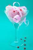 Postre del helado con el caramelo Imagen de archivo libre de regalías