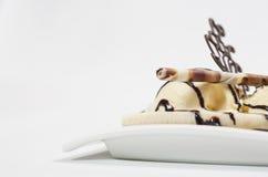 Postre del helado de chocolate con hielo de vainilla Foto de archivo