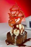 Postre del helado y del brownie Fotografía de archivo libre de regalías
