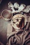 Postre del pastel de queso y del café fotos de archivo