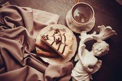 Postre del pastel de queso y del café imagen de archivo
