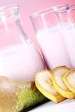 Postre del yogur con las frutas Imágenes de archivo libres de regalías