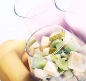 Postre del yogur con las frutas Imagenes de archivo