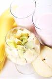 Postre del yogur con las frutas Fotografía de archivo