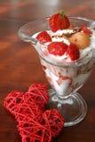 Postre del yogur con los corazones Foto de archivo libre de regalías