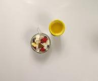 Postre delicioso con el zumo de naranja Fotos de archivo libres de regalías