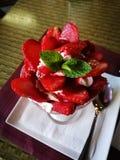 Postre dulce con las fresas Fotografía de archivo