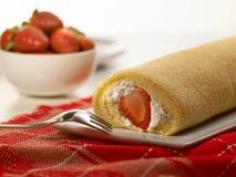 Postre dulce de la comida, torta en fijar mínimo Imagen de archivo libre de regalías