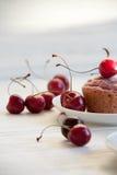 Postre fácil y sabroso: molletes de la cereza imagen de archivo libre de regalías